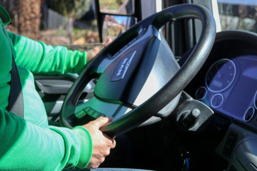 La DGT anuncia la rebaja de la edad para la obtención del permiso de conducir profesional