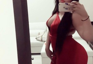 Sugar Mummy Aisha Accepted Your Facebook Request – Live Video Chat with Her Now