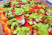 Pizza mit Basilikum Cashew Creme