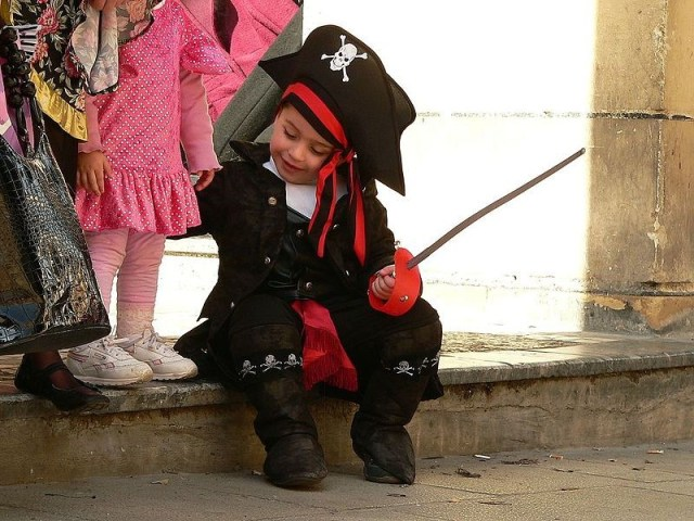 Diy Pirate Costume Here S How To Do It Mumbling Mommy