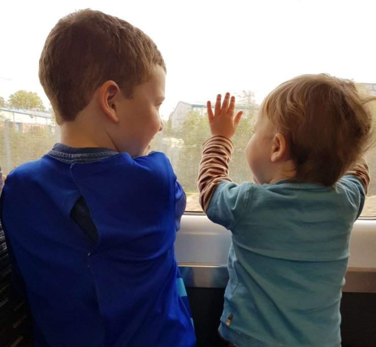 boys-looking-out-train-window