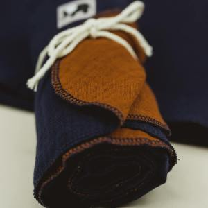 Pucktuch – Swaddle – marineblau/rostorange