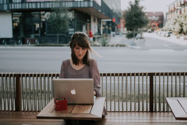 Lady at laptop in a coffee shop Easy Ways to Earn Money From Home