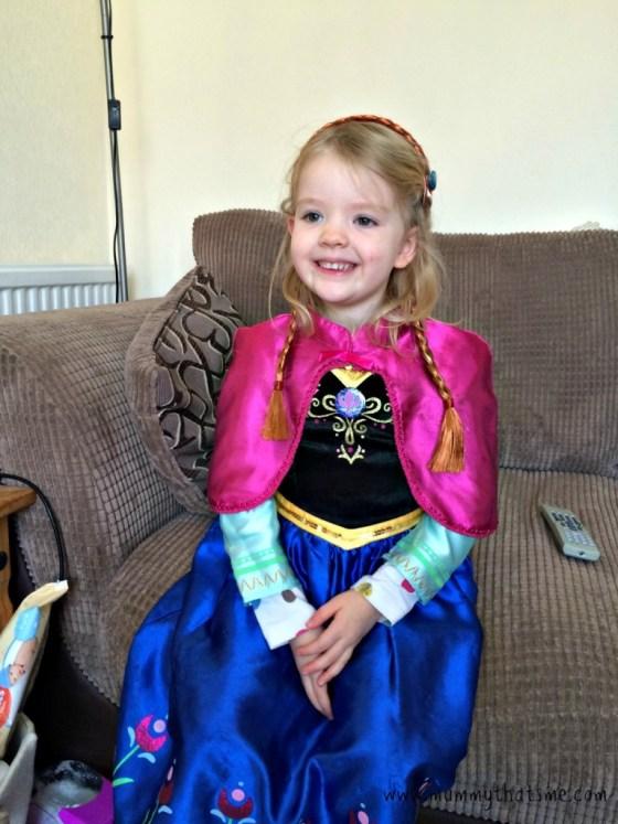 E dressed up as anna