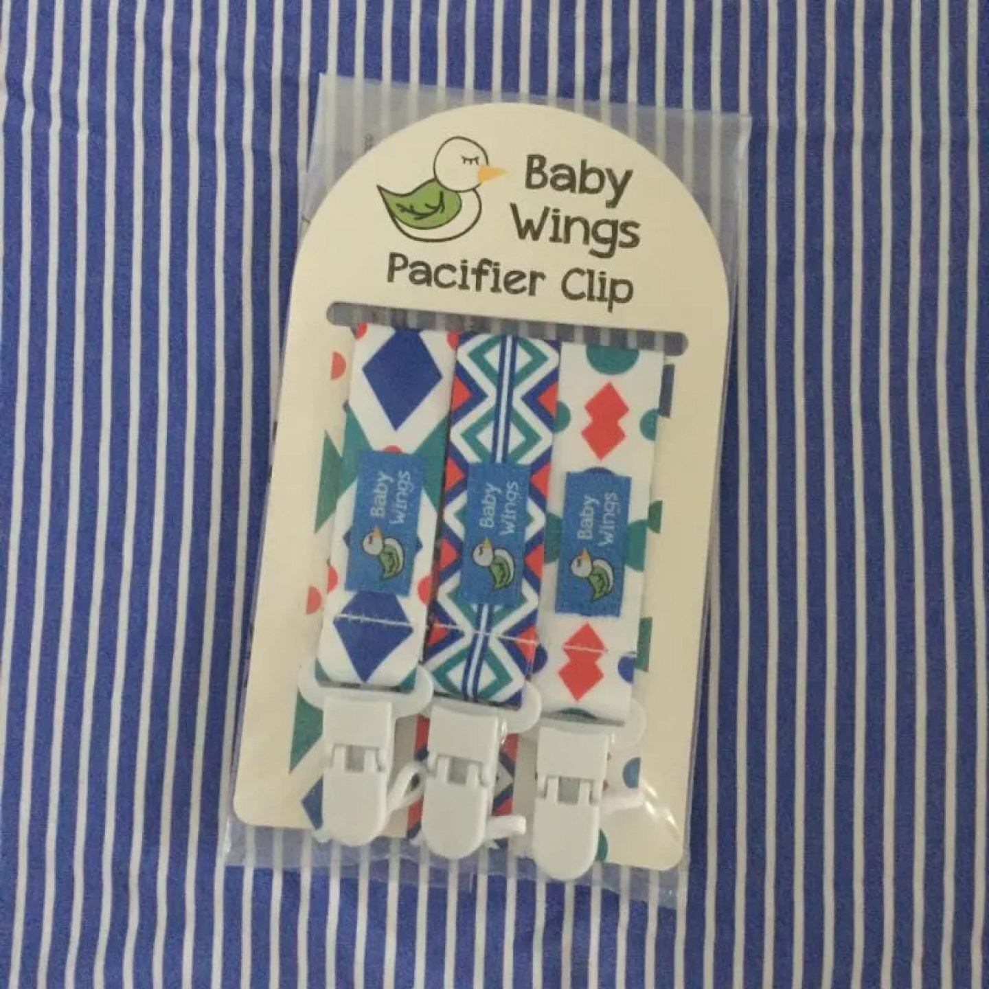 Baby wings dummy clips review. I was excited to receive these baby wings dummy clips to review this week. These universal clips are excellent.