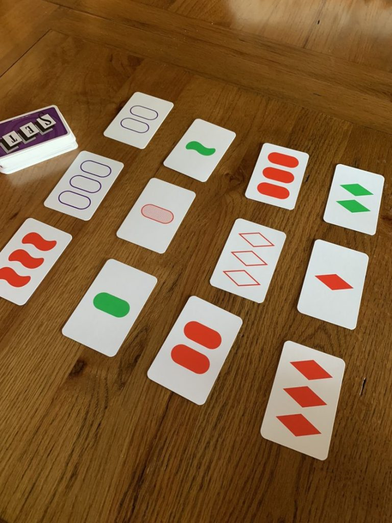 *Review* SET, the family game of visual perception
