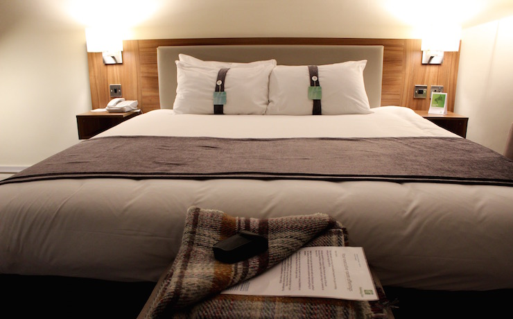 Holiday Inn Brighton Seafront bedroom. Copyright Gretta Schifano