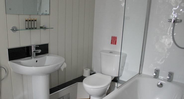 Bathroom, Fisherman's Hut, Whitstable. Copyright Gretta Schifano