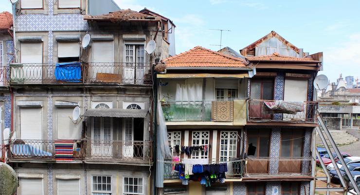 Houses in Porto. Copyright Gretta Schifano