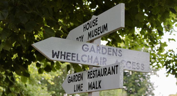 Signpost, Penshurst Place and Gardens. Copyright Gretta Schifano