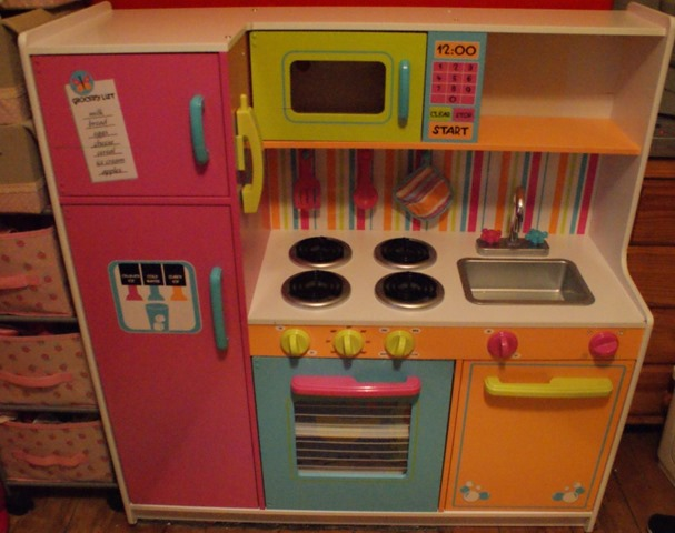 KidKraft Deluxe Big & Bright Kitchen Review 1