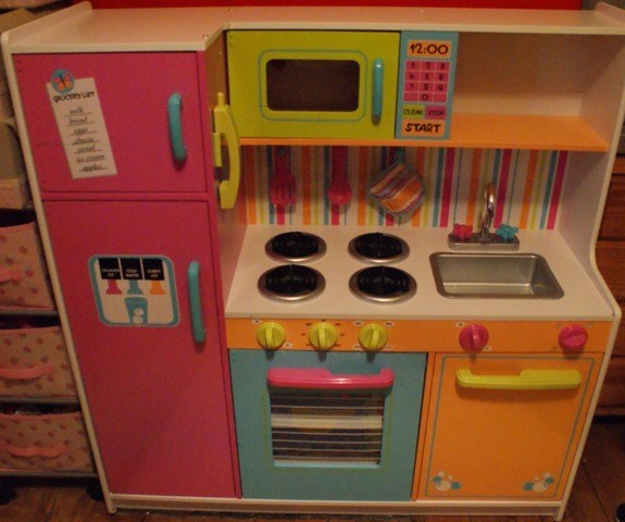 KidKraft Deluxe Big & Bright Kitchen Review 4
