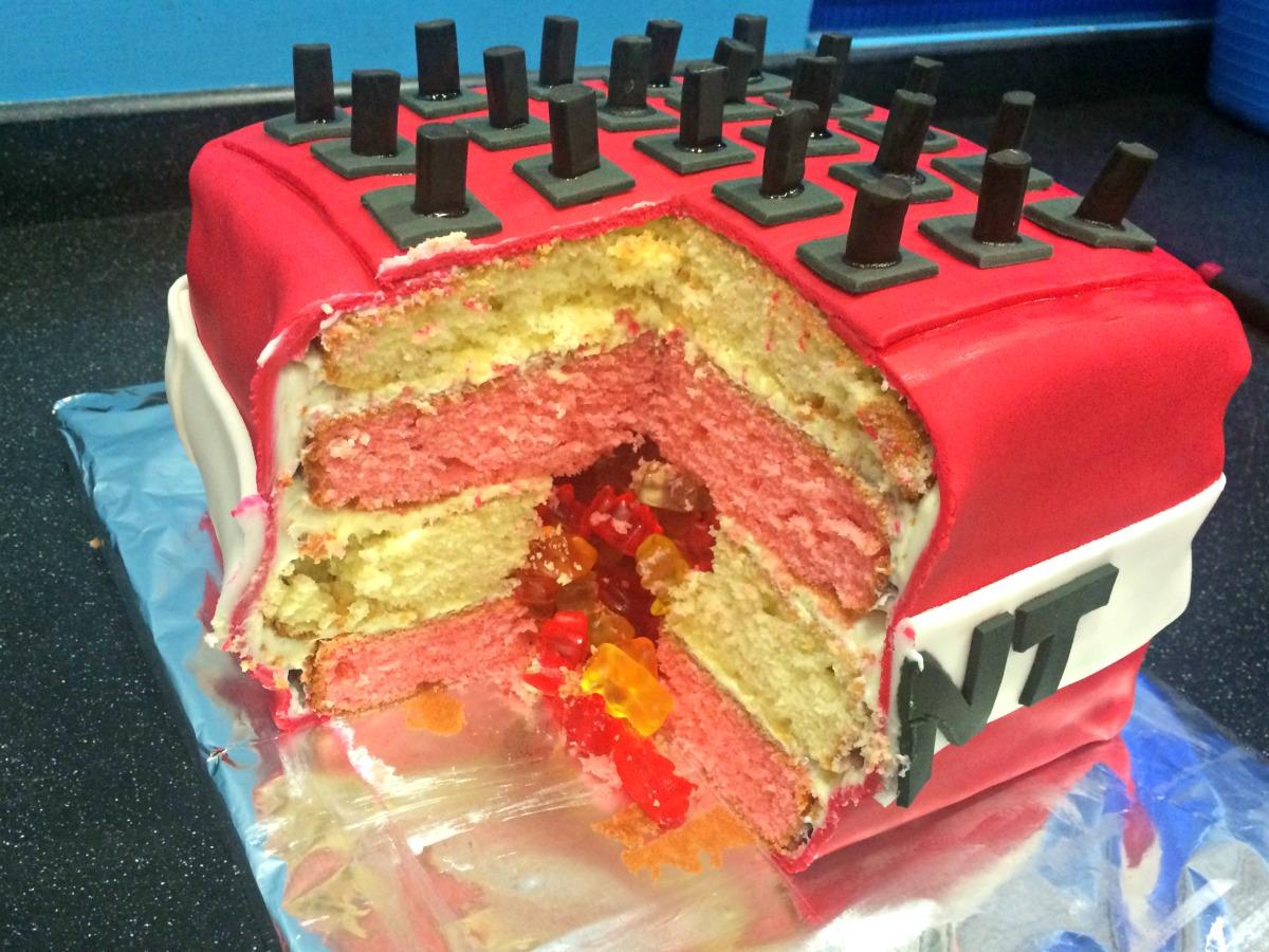Minecraft TNT Cake Tutorial 8