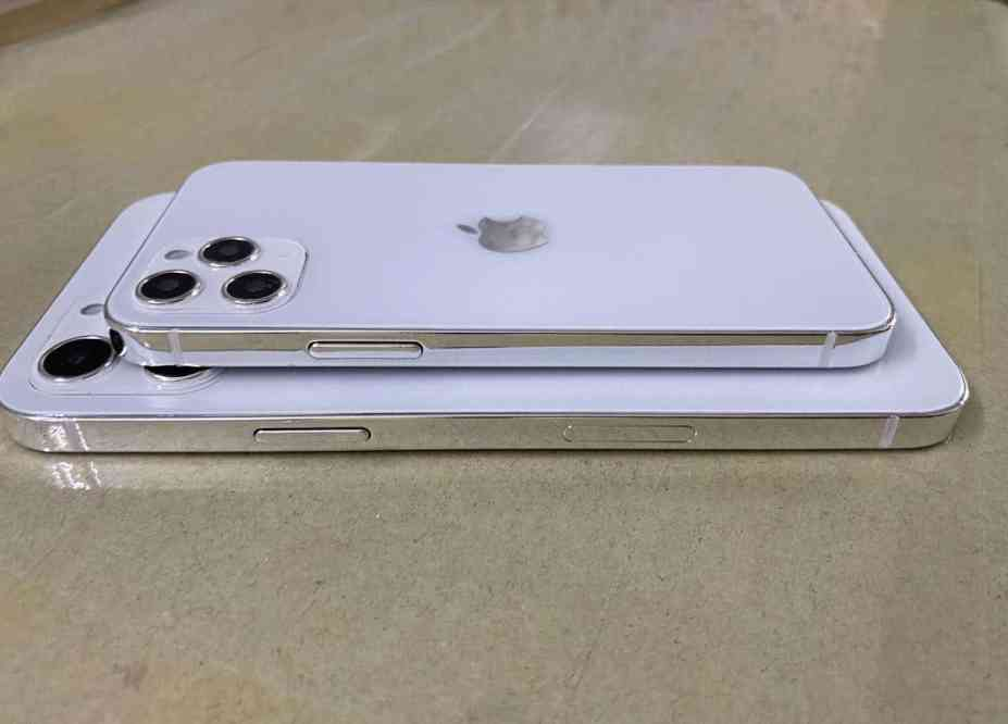 Leak: iPhone 12 Dummy Units Shown Off in Photos