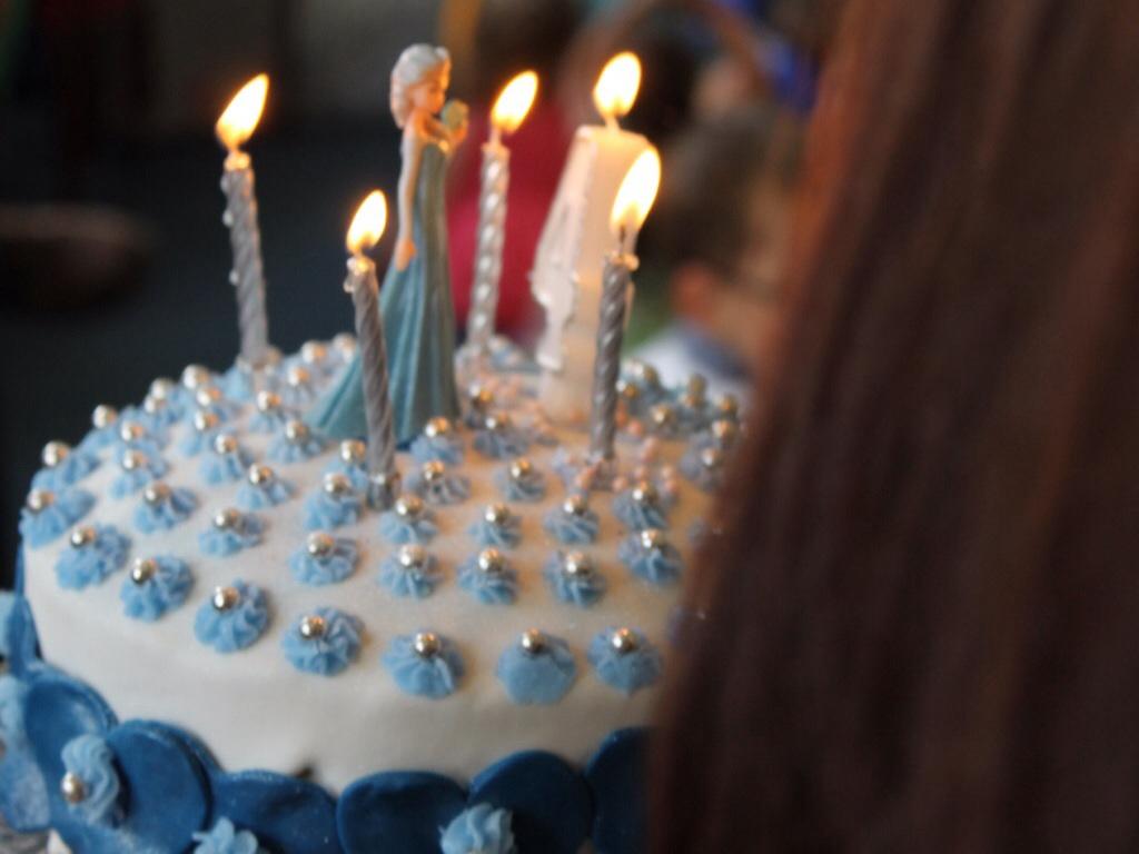 Elsa cake frozen