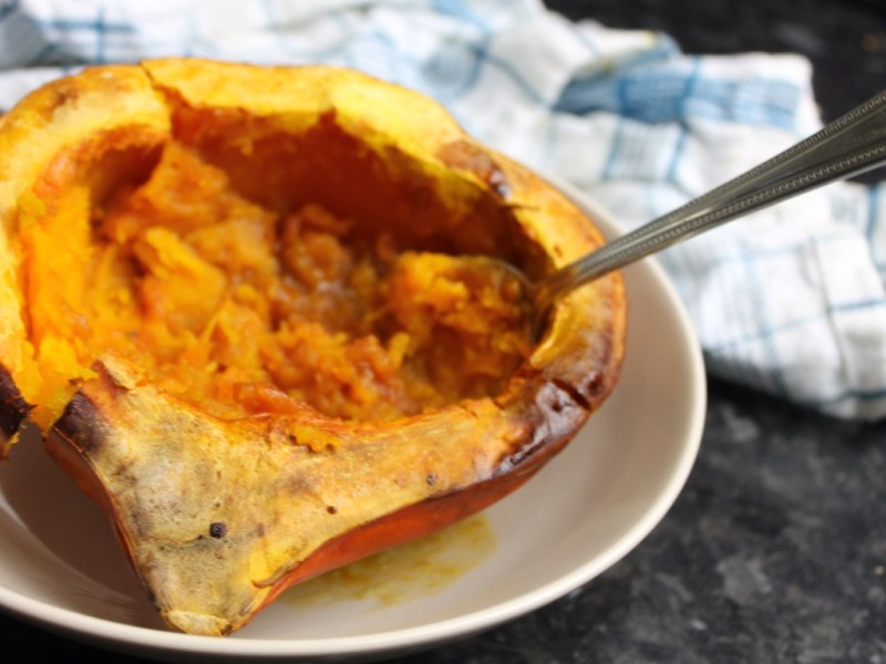 Baked red onion squash