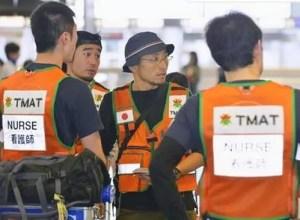 Uma equipe médica partiu hoje do aeroporto de Narita rumo ao Nepal (Foto: Kyodo)