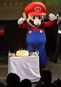 """Super Mario ganhou um bolo em sua """"festa de aniversário"""" em Tóquio (Foto: Getty Images)"""