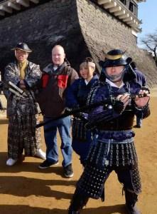"""Homem vestido de """"Senhor da Guerra"""" em evento no Castelo de Kumamoto (Foto: Georgia Guarda Nacional)"""
