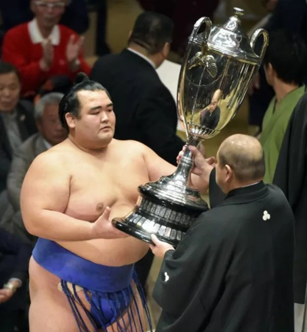 Kotoshogiku conquista o Torneio de Sumô de Ano Novo 2016 (Foto: Kyodo)