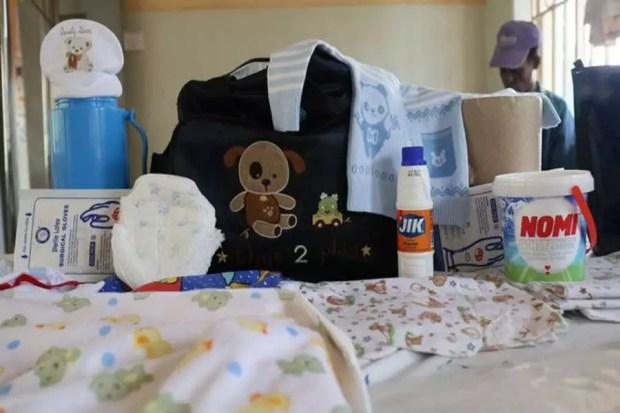 Itens que uma mãe em Uganda leva para maternidade (Foto: Reprodução/WaterAid)