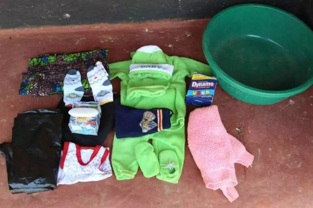 Itens que uma mãe na Zâmbia leva para maternidade (Foto: Reprodução/WaterAid)