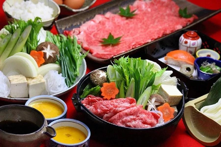 Receita de Sukiyaki à moda tradicional japonesa