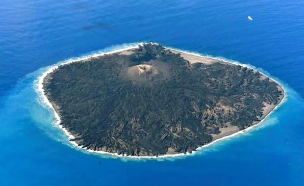 Ilha vulcânica Nishinoshima (Foto: Kyodo)