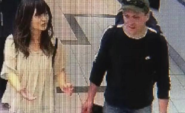 Imagens de câmera de vigilância mostram Natsumi e Schneider caminhando em um shopping em Vancouver (Foto: Reprodução/NHK)
