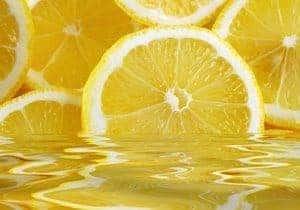 remedio casero con agua y limón
