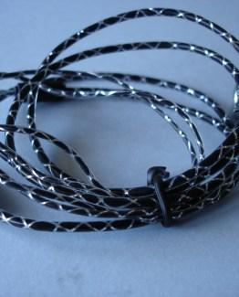 auriculares con cable forrado en plástico