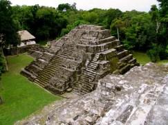 Yaxhá, Peten - ciudad con mas de 500 estructuras. Foto de Alvaro del Cid.