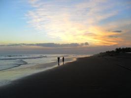 Foto por David Nolen - Playa de Monterrico.