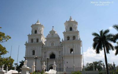 """Templo de Esquipulas - Foto por Mario Arguedas quien comento - """"Desde Costa Rica les comparto esta foto de un muy lindo lugar, Esquipulas""""."""