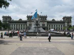 Fotografía de Eduardo Jagan. Parte frontal del Palacio Nacional de la Cultura.