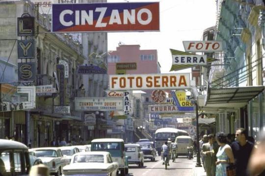 La Sexta Avenida en 1963, foto por Juan Carlos Morales