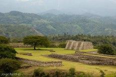Mixco Viejo estructuras gemelas foto por Jorge Ramirez - Fotos de Construcciones de los Mayas y sus Descendientes