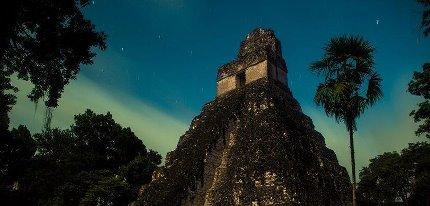 Tikal el Gran Jaguar foto por Jorge Santos Entre Amates - El Gran Jaguar en Tikal - pirámide Maya