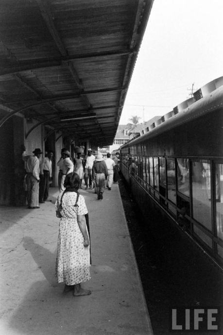 estacion del ferrocarril decada de los 50s por revista life 1 - La historia del ferrocarril en Guatemala