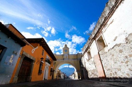 Antigua Guatemala calle del Arco de Santa Catalina foto por Mario Mejia - Galería - Fotos de La Antigua Guatemala