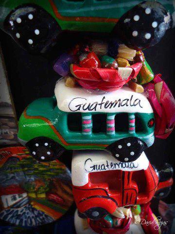 Artesanias de Guatemala camionetas de madera foto por Dave Gt Rojas - Galería - Fotos de Artesanías de Guatemala