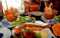 Caldo de Mariscos y un pargito frito foto por Bill Pino - Galería - Fotos de la Gastronomía Guatemalteca