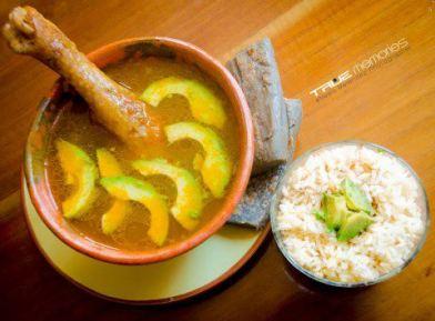 Caldo de gallina y tamalitos negros foto por True Memories Photography - Galería - Fotos de la Gastronomía Guatemalteca