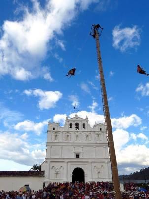 Palo Volador Tradiciones guatemaltecas Cubulco Baja Verapaz foto por German Velasquez - Tradiciones de Guatemala