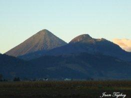 Volcanes Santa Maria y Cerro Quemado desde los Llanos de Urbina - Cantel - Quetzaltenango - Juan Tajiboy