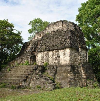 El palacio maya Tzakol 3