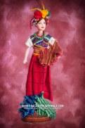 Barbie guatemalteca 2 foto por Maynor Marino Mijangos - Las Barbies con trajes indígenas de Guatemala