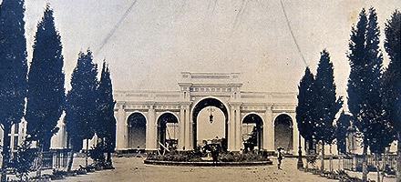 Entrada del Cementerio General en 1881 – foto de Valdeavellano