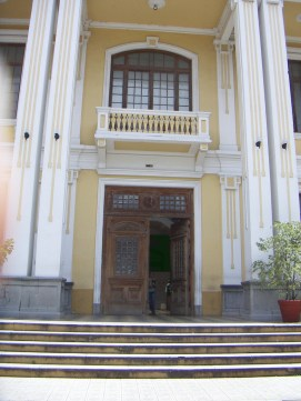 facultad de medicina puerta - La Formalización de la Medicina en Guatemala