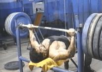 Jose Rolando de Leon - entrenando en el gimnasio.